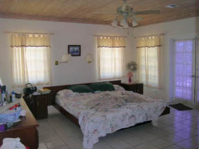 Additional photo for property listing at Steps away from the Beach Long Island, Bahamas