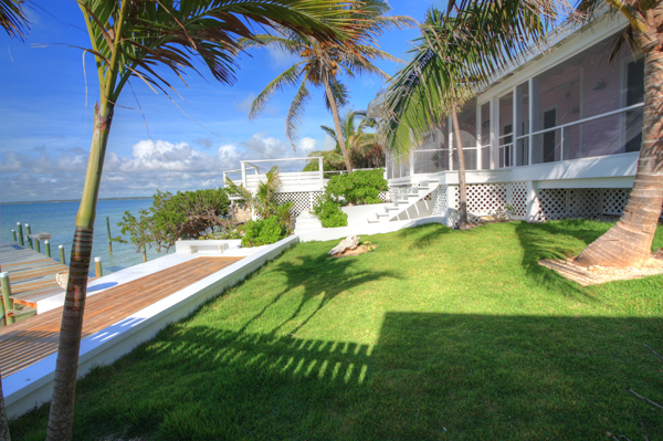 Additional photo for property listing at Immaculately Restored Waterfront Eastern Shores Home, With 2 Docks & Pool Abaco, バハマ