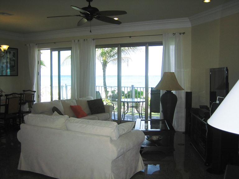 Additional photo for property listing at Large ground floor beachfront condo in exclusive gated area close to Cable Beach Bahamas