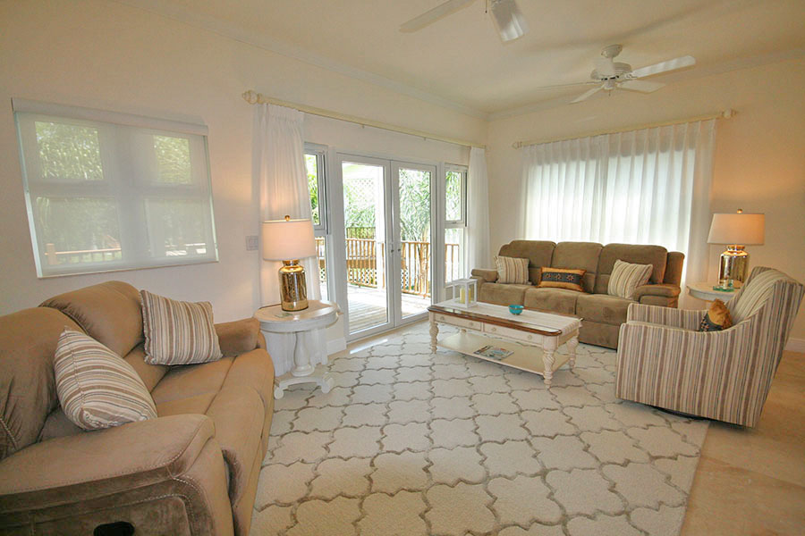 Additional photo for property listing at Newly Furnished Island Home in the Prestigious Beachfront Gated Community of Shoreline! Bahamas