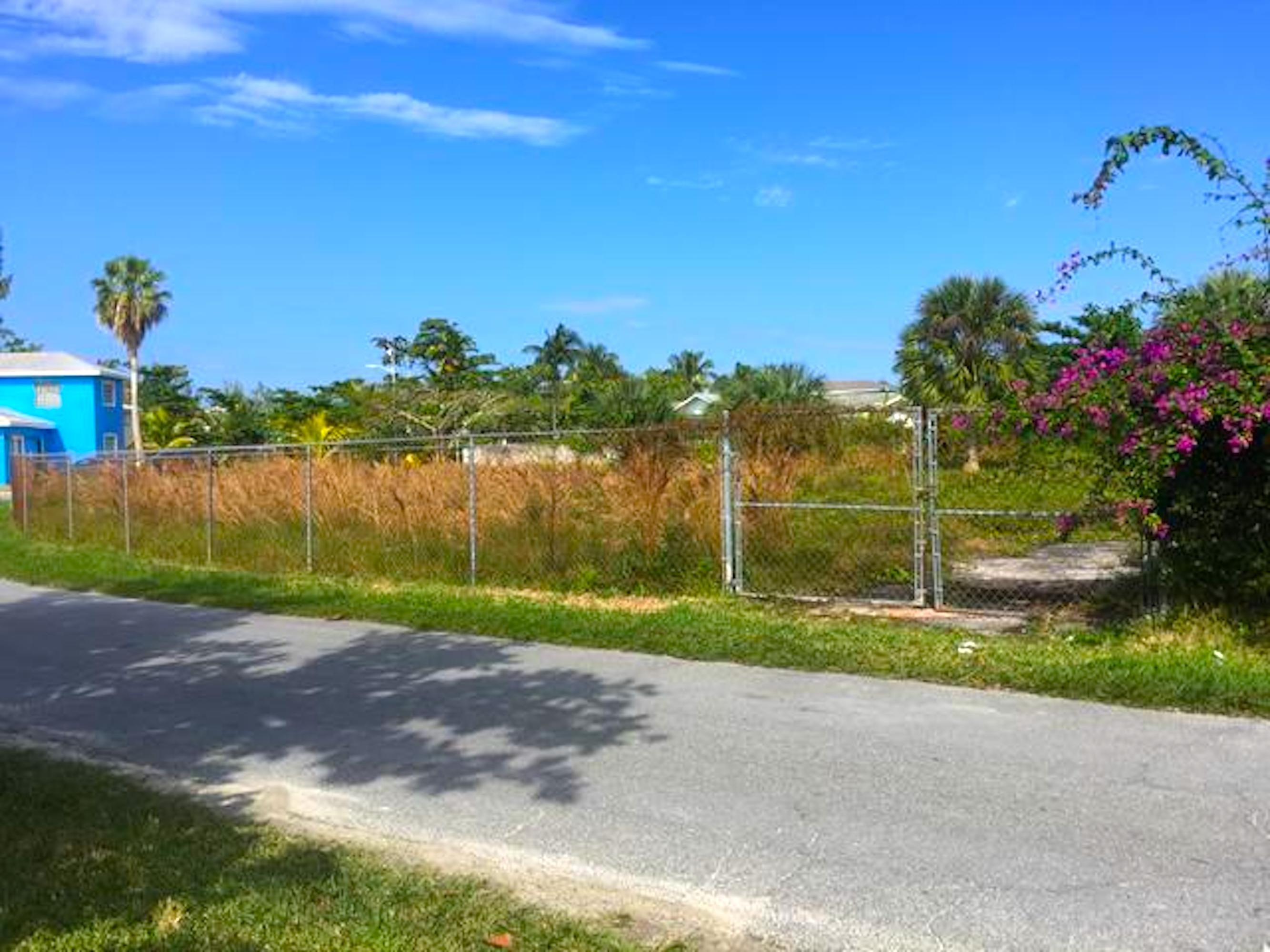 Additional photo for property listing at Large Lot for Sale on Devonshire St, Cable Beach Cable Beach, Nassau And Paradise Island, Bahamas