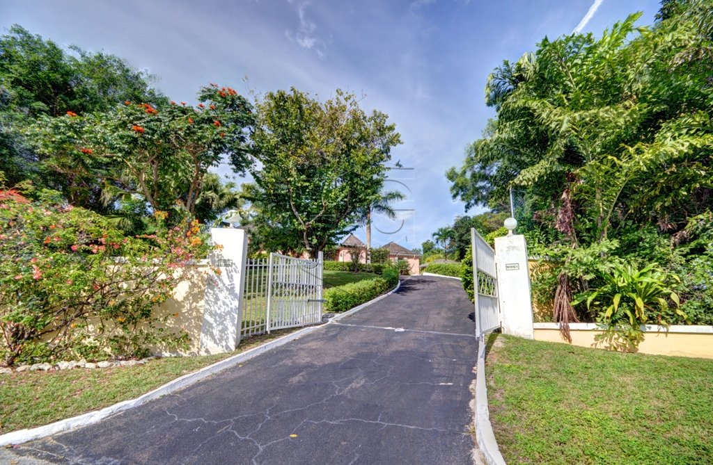 Additional photo for property listing at Lyford Cay Hilltop Estate 바하마