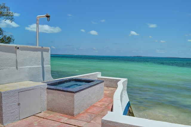 Additional photo for property listing at Beachfront Home with 80 foot dock on Eastern Road Eastern Road, Nassau And Paradise Island, Bahamas