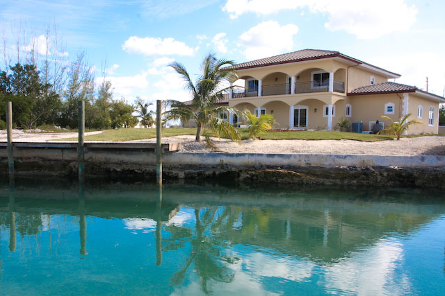 Additional photo for property listing at Splendid Canal Home In Fortune Bay Bahamalar