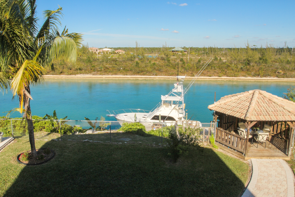 Additional photo for property listing at Gorgeous Canalfront Home in Prime Area Grand Bahama And Vicinity