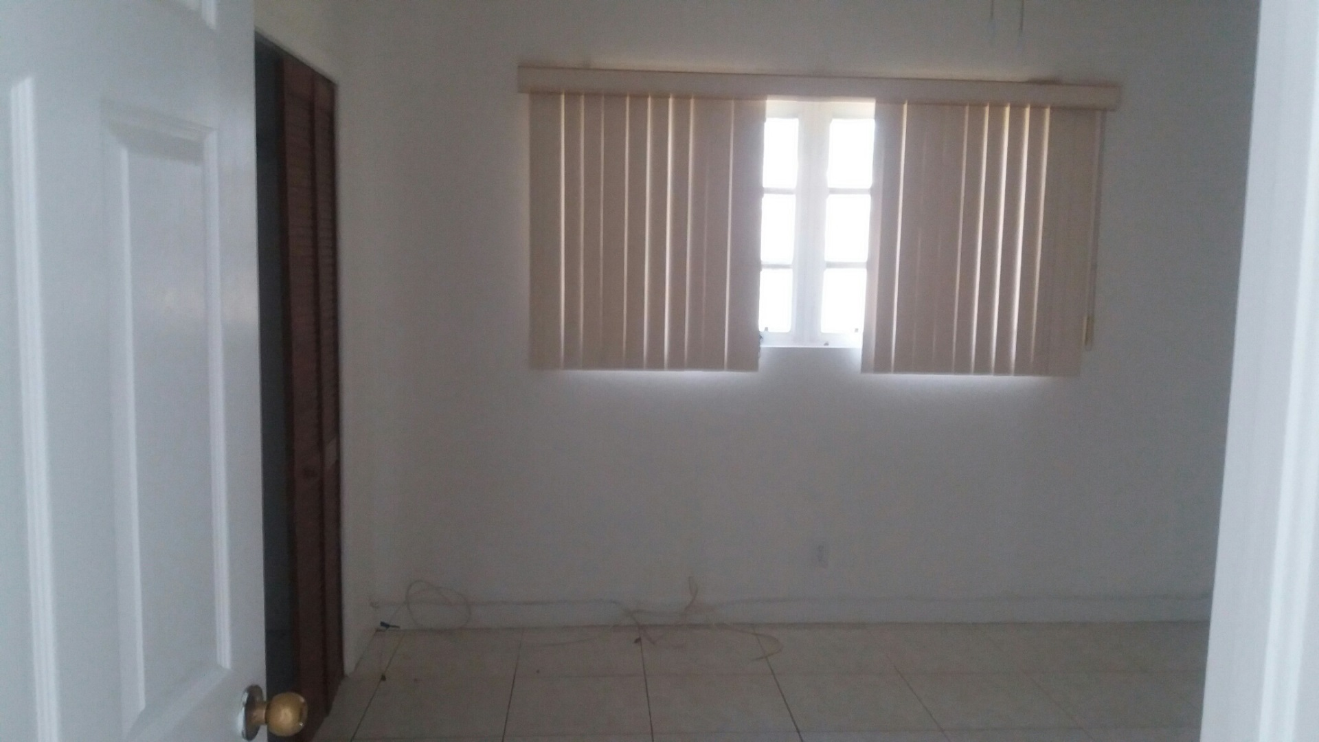 Additional photo for property listing at Nice Unfurnished Duplex Arden Forest, Grand Bahama, Bahamas