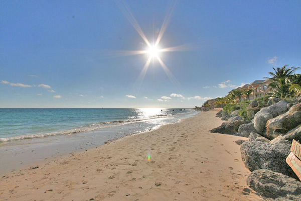 Additional photo for property listing at Fantastic Ocean views and Miles of Sandy Beach - Cannes Village! Silver Cove, Grand Bahama, Bahamas