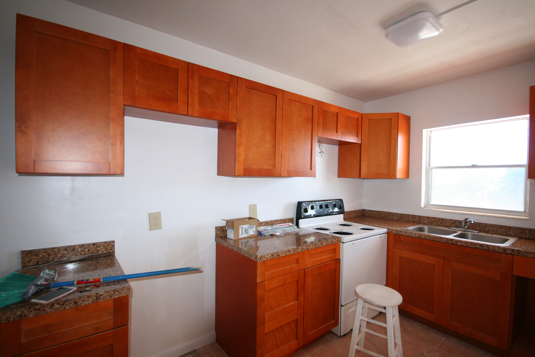 Additional photo for property listing at Charming Fixer Upper Condo Near Beach. Silver Cove, Grand Bahama, Bahamas