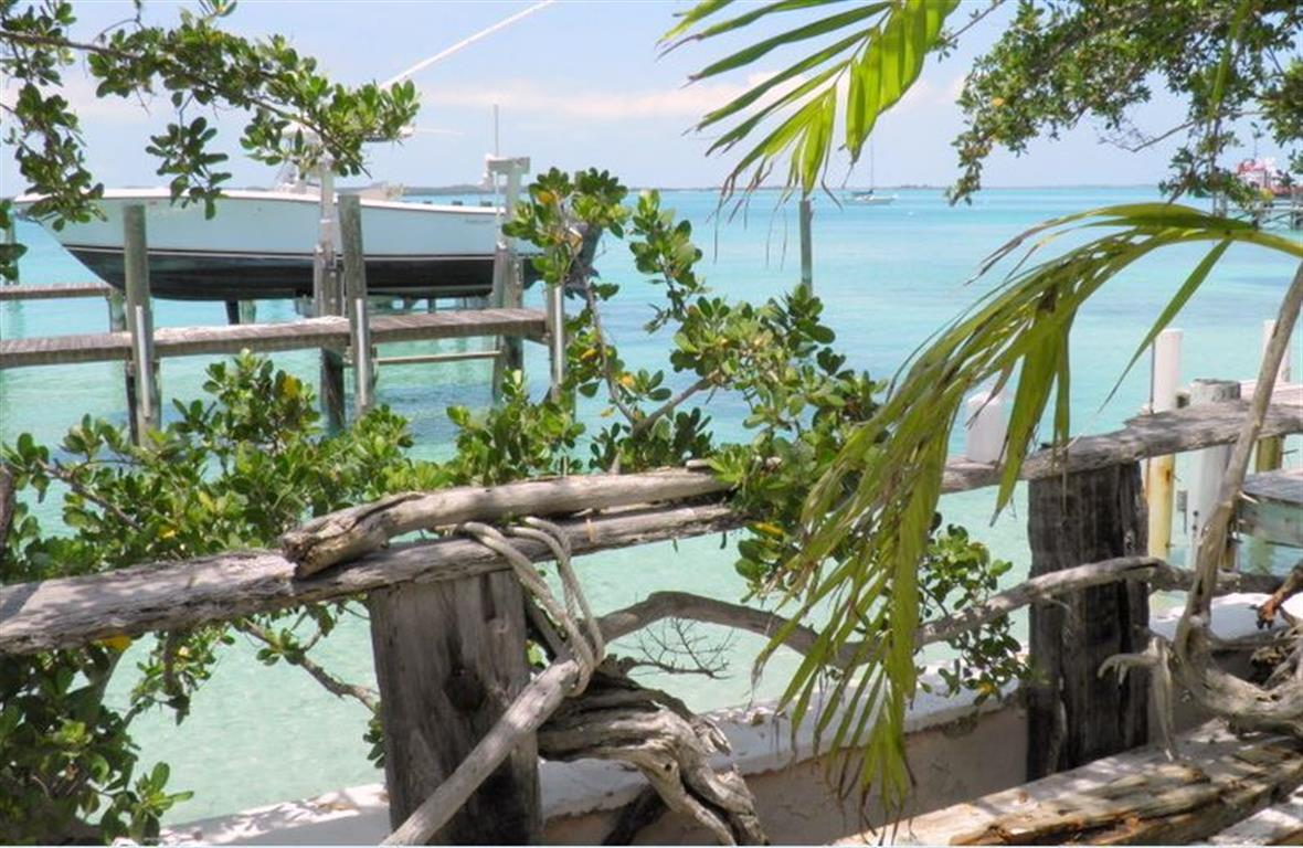 Additional photo for property listing at Dock Cottage, Shoreline Lot & Dock Slip Harbour Island MLS 24936 Harbour Island, Bahamas