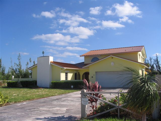 Additional photo for property listing at Lovely Canalfront Home In Bahamia Grand Bahama And Vicinity