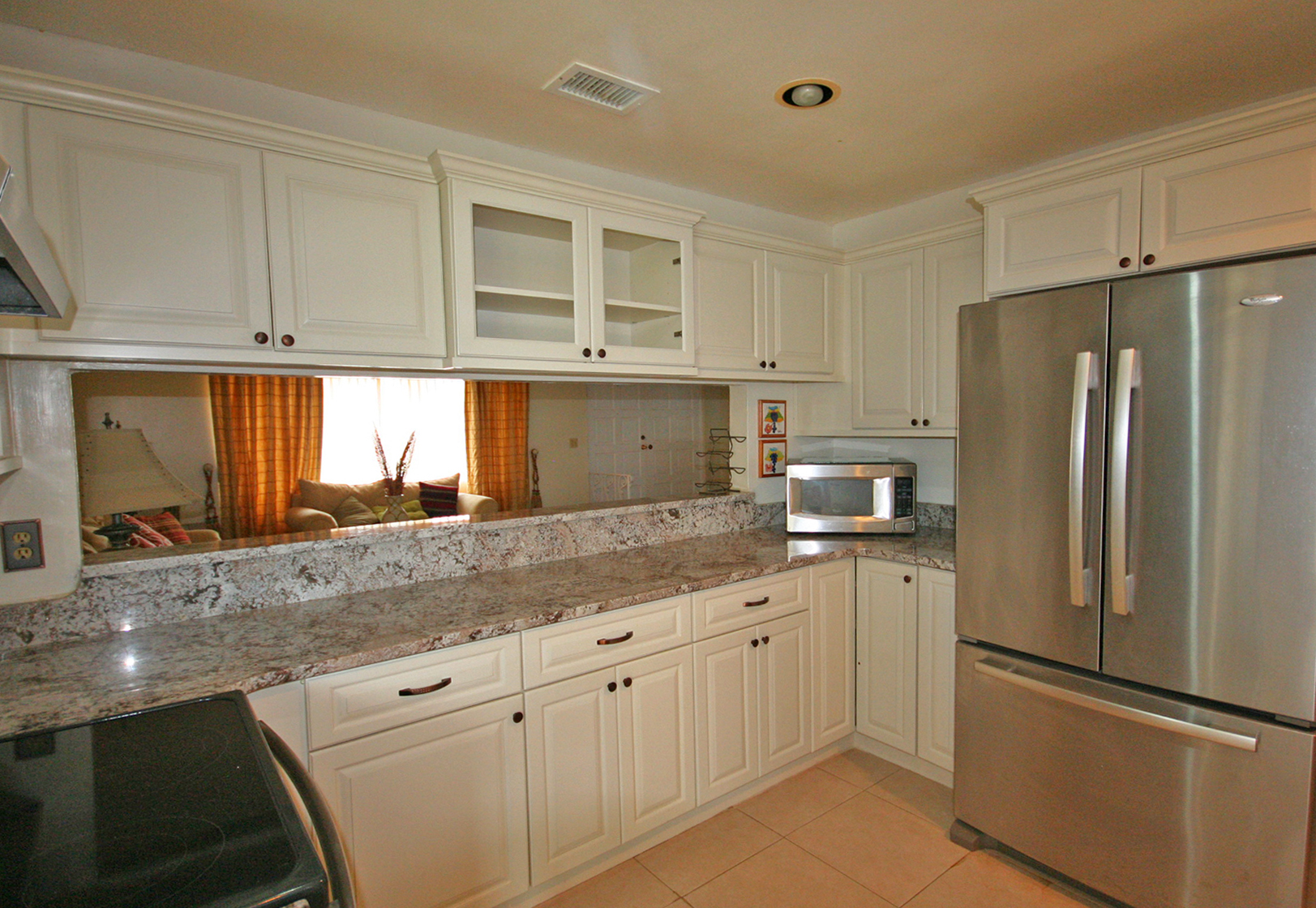 Additional photo for property listing at Sprawling Family Home with Pool! Bahamia, Grand Bahama, Bahamas