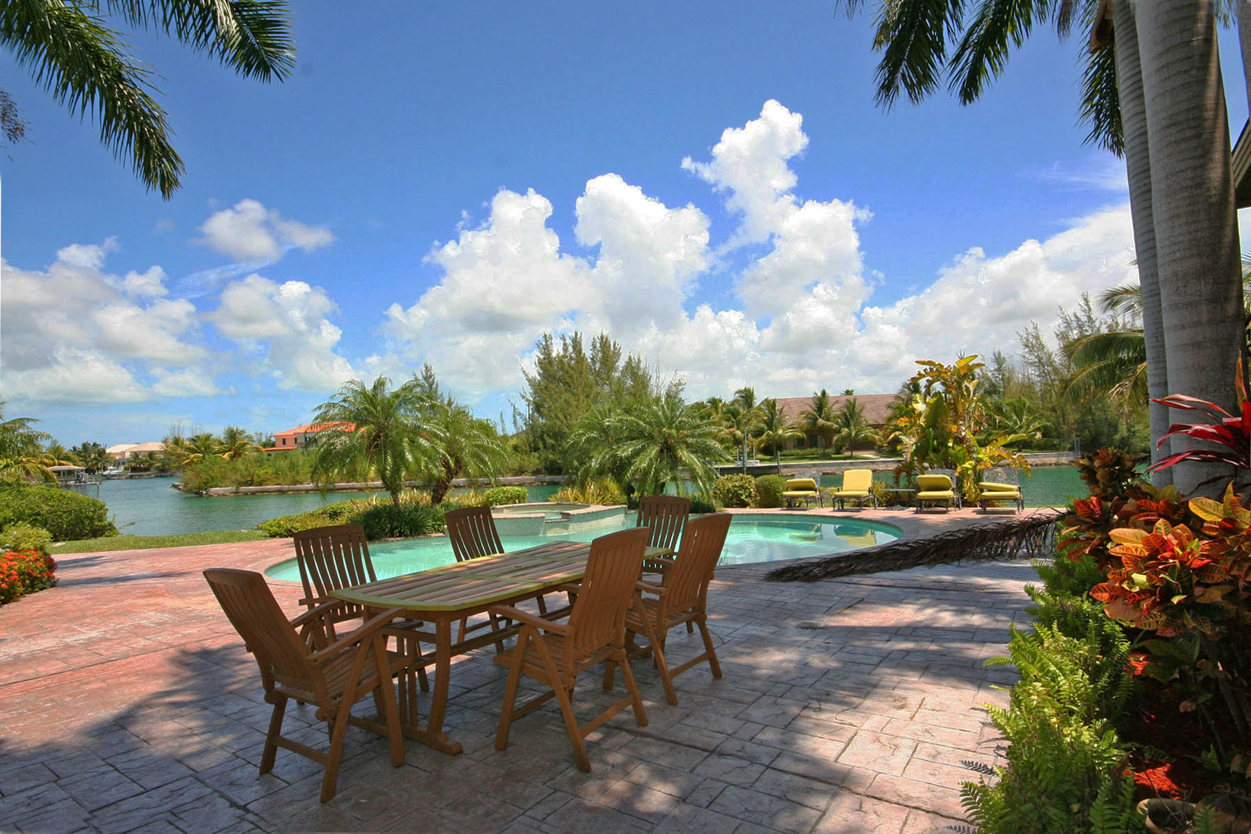 Additional photo for property listing at Stunning Home on the Canal in Fortune Bay! Bahamalar