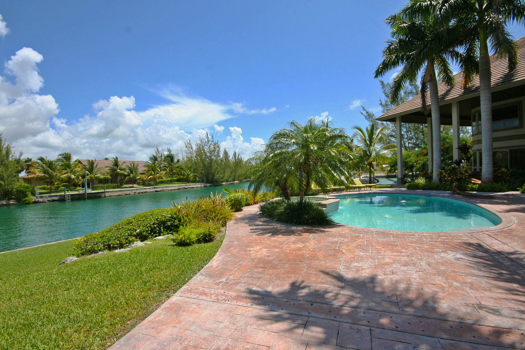Additional photo for property listing at Stunning Home on the Canal in Fortune Bay! Bahamas