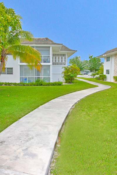 Additional photo for property listing at Popular Apartment Complex and vacant multi-family zoned land in superb location Bahamas