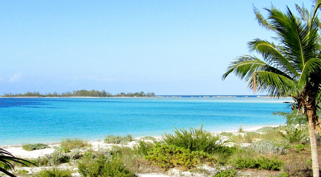 Additional photo for property listing at Oceanfront Home MLS 27092 Berry Islands, Bahamalar