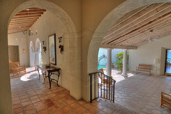 Additional photo for property listing at Spanish Style Oceanfront Home 巴哈馬