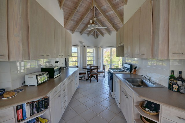 Additional photo for property listing at Wonderful Windermere Island Home MLS 25450 伊柳塞拉岛, 巴哈马