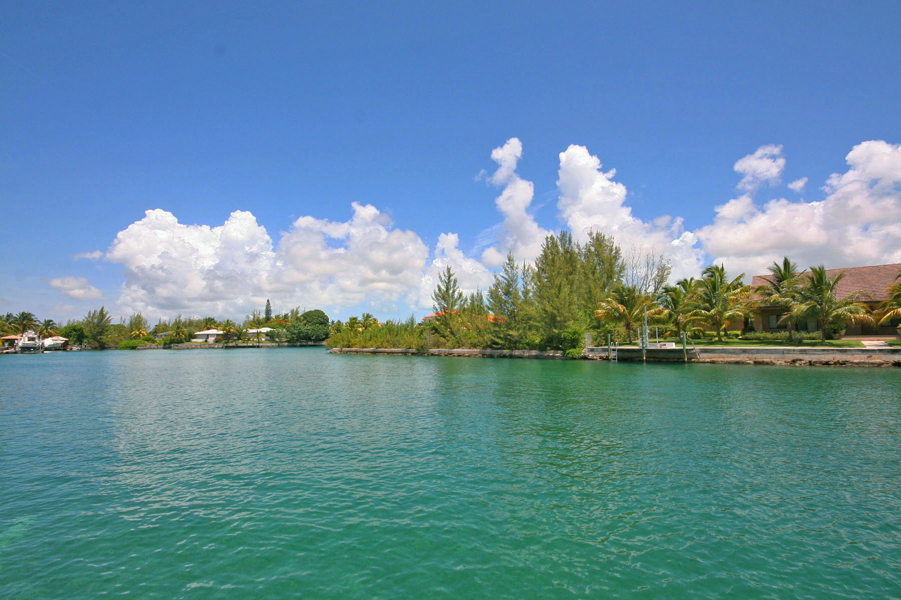 Additional photo for property listing at Stunning Home on the Canal in Fortune Bay! Μπαχαμεσ