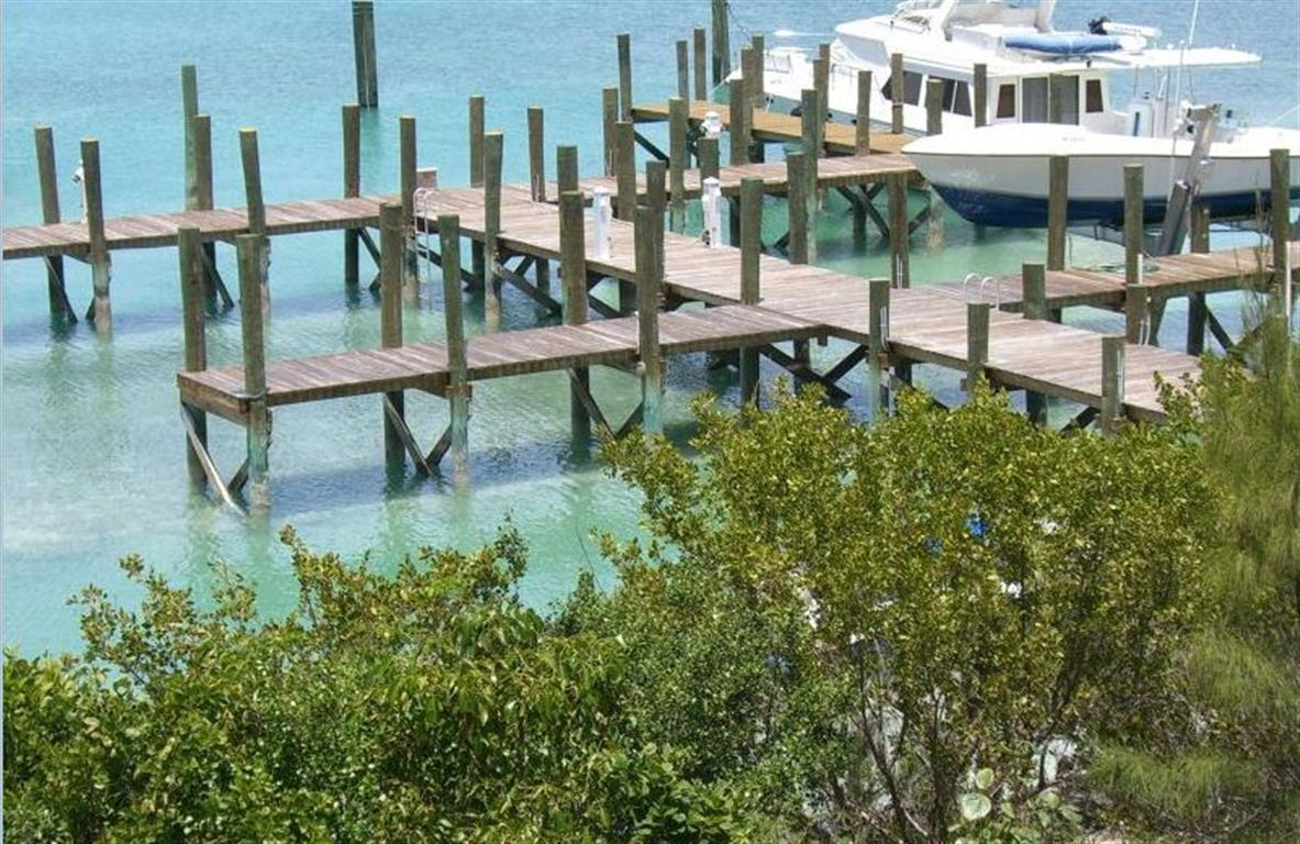 Additional photo for property listing at Dock Cottage, Shoreline Lot & Dock Slip Harbour Island MLS 24936 Harbour Island, Bahama Eilanden