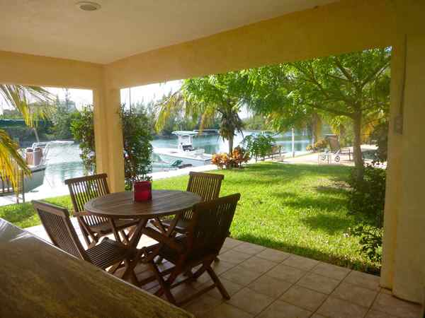 Additional photo for property listing at Tranquil Canal Front Building For Sale Μπαχαμεσ