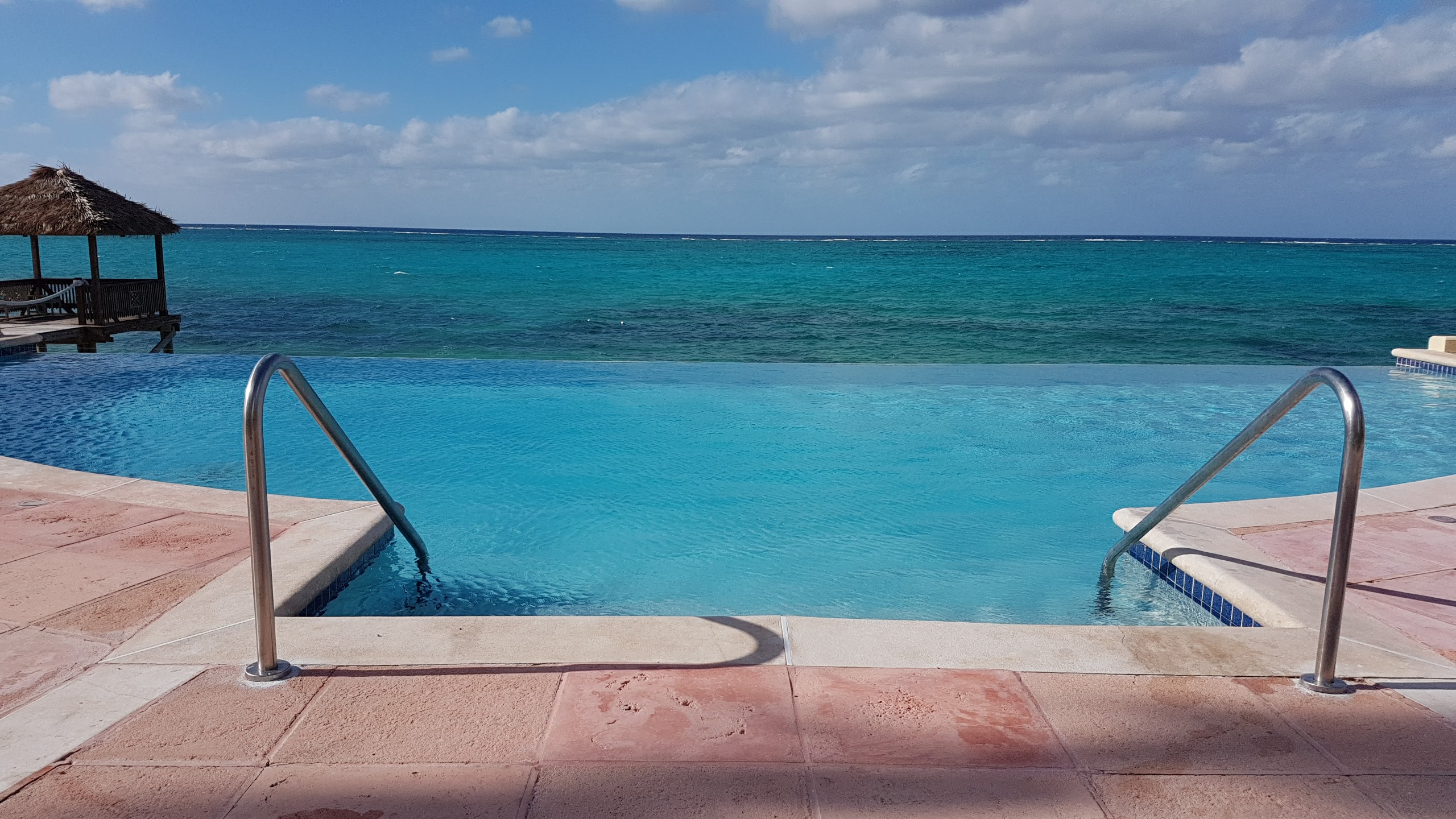 Additional photo for property listing at Luxury Waterfront Condo - Caves Point Caves Point, Nassau And Paradise Island, Bahamas