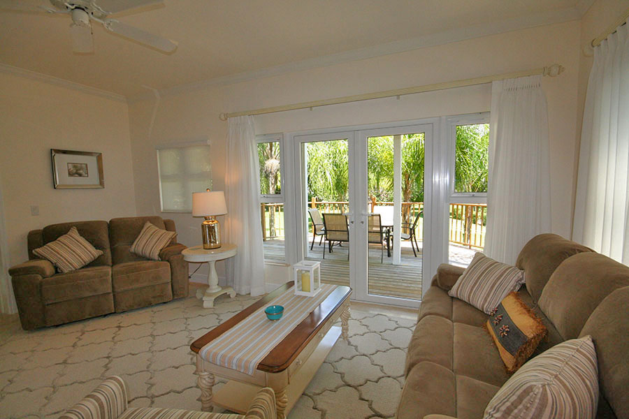Additional photo for property listing at Newly Furnished Island Home in the Prestigious Beachfront Gated Community of Shoreline! バハマ