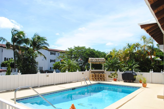 Additional photo for property listing at Lovely home on Paradise Island Nassau New Providence And Vicinity