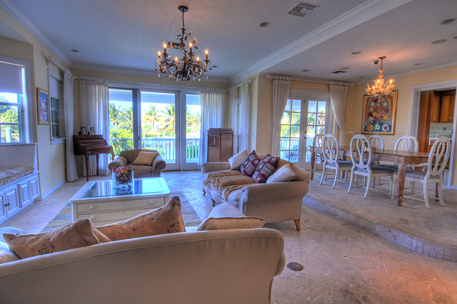 Additional photo for property listing at Sandyport Home on the Canal Bahamalar