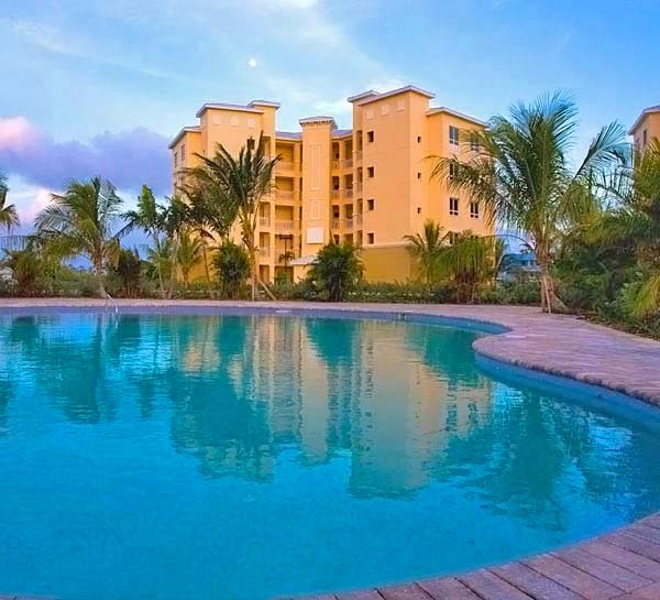 Additional photo for property listing at Exquisite Luxury Living in Suffolk Court Bahamia Marina, Grand Bahama, Bahamas