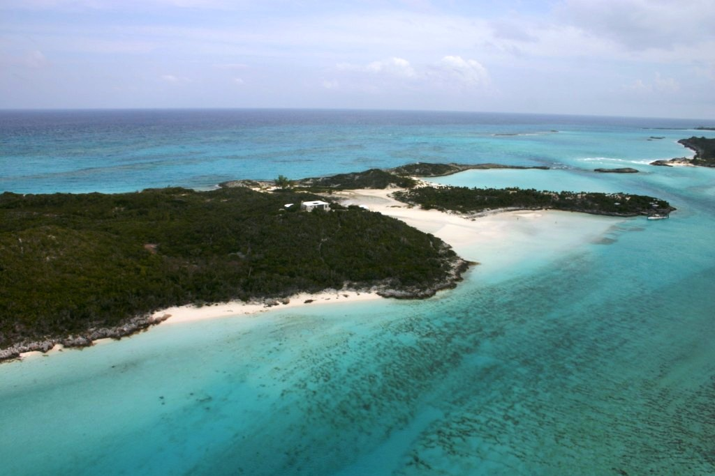 Additional photo for property listing at Saddleback Cay Private Island Exumas, バハマ