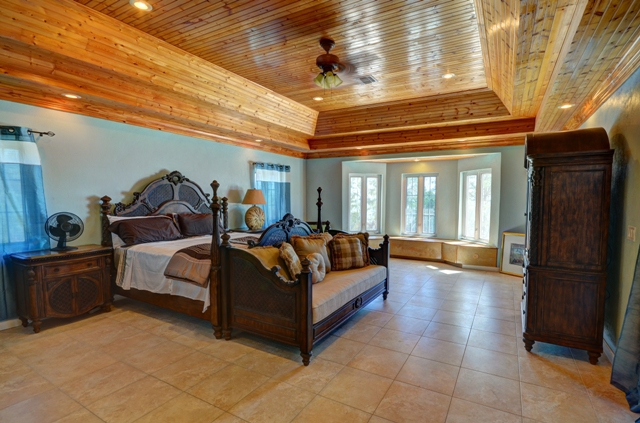 Additional photo for property listing at Beautiful Waterfront Home in Venice Bay MLS: 31435 Bahamas