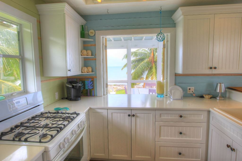 Additional photo for property listing at Palmetto Beach Estate, Abaco Island, Bahamas. Turnkey Estate Abaco, バハマ