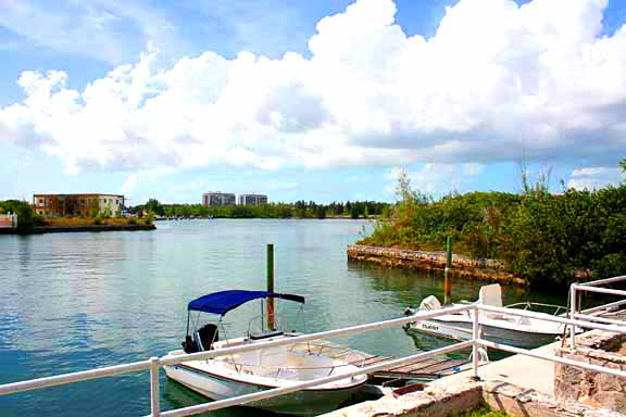 Additional photo for property listing at Waterfront Condominiums adjacent to Taino Beach Bahamalar