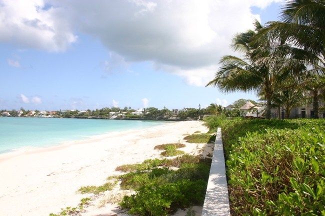 Additional photo for property listing at Charming Beachfront Residence in Old Fort Bay Old Fort Bay, Nassau And Paradise Island, Bahamas