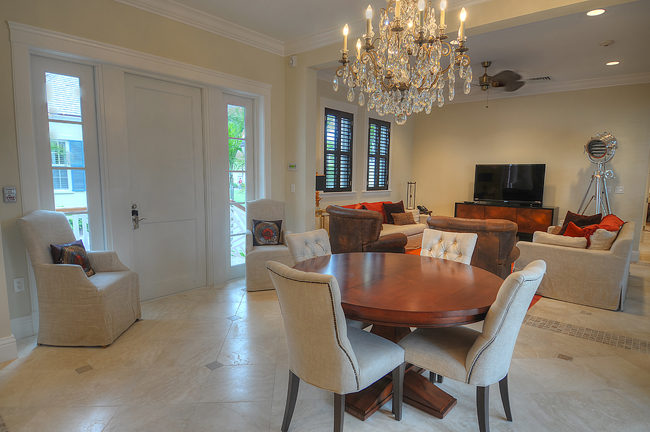 Additional photo for property listing at Luxury Home with Guest Cottage 巴哈马