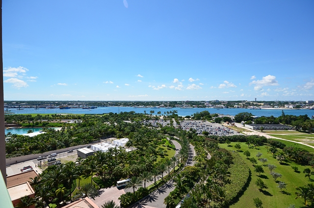 Additional photo for property listing at Priced to Sell 14th Floor Luxury Junior Suite at The Reef Paradise Island, Nassau And Paradise Island, Bahamas