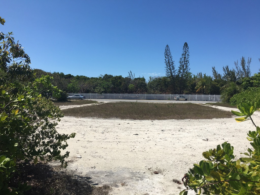 Additional photo for property listing at Ocean Drive Canalfront Lot バハマ