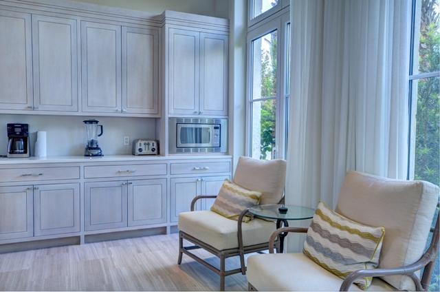 Additional photo for property listing at Beautiful Beach House Villa set on Colonial Beach, Paradise Island Nassau And Paradise Island, Bahamas